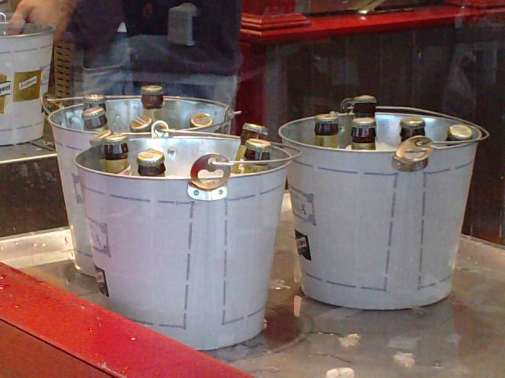 Buckets of beer at Muelle Uno