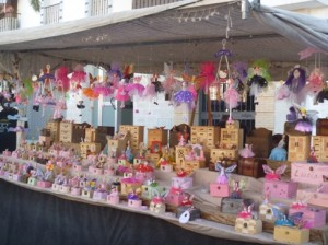 A market stall at the Luna Mora