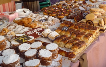 Sweets and cakes at the Luna Mora Festival