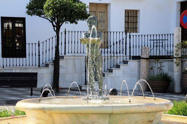 Photo of La Niña de Benalmadena Bronze Sculpture
